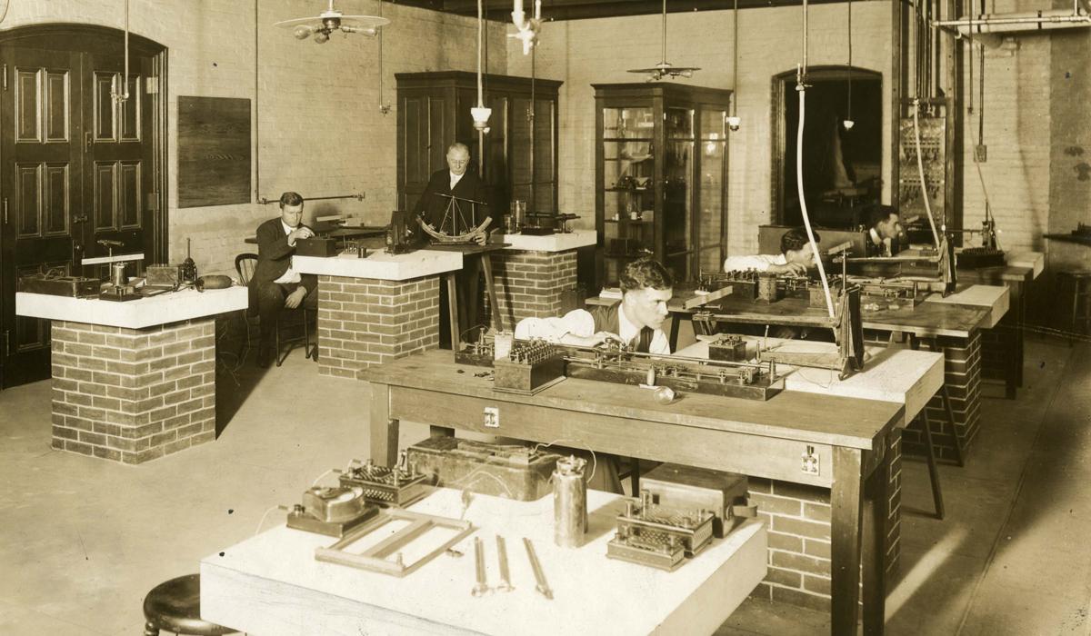 Physics Lab 1913
